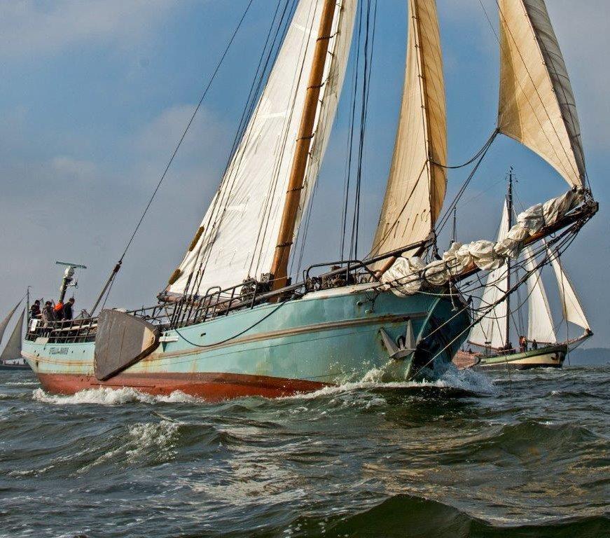 wedstrijd zeilen op zee
